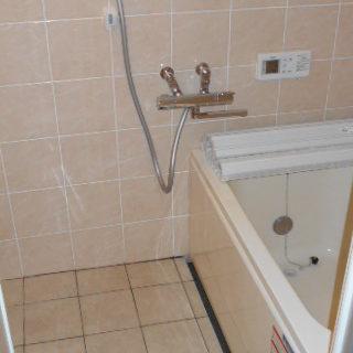H様邸 浴槽交換・タイル貼替(壁・床)
